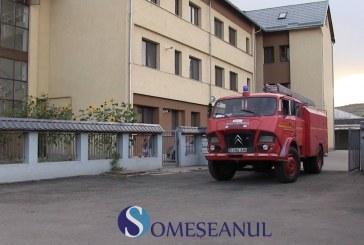 Alarmă de incendiu într-un apartament din Gherla – VIDEO
