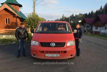 Microbuz încărcat cu țigări de contrabandă depistat în trafic de polițiștii de frontieră
