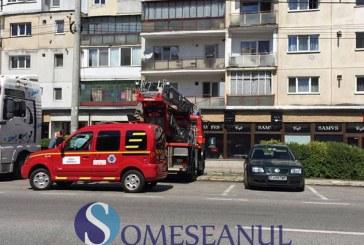 Un apel la 112 a pus pe jar pompierii gherleni. Un bărbat a fost dus la spital – FOTO