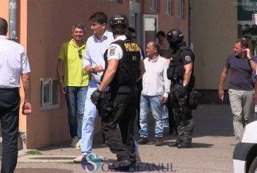 VIDEO – Percheziții la Gherla și la Fizeșu Gherlii. Mafiot italian săltat de mascați și carabinieri