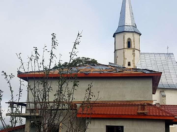 furtuna a provocat pagube la Manastirea si Mica (1)