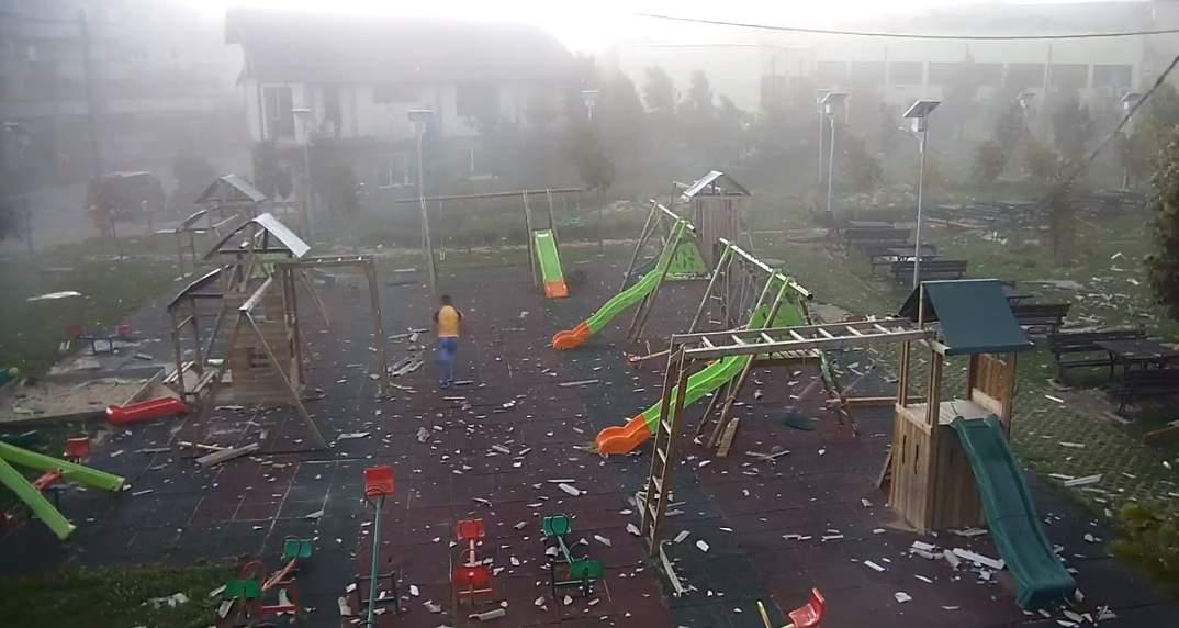 loc de joaca furtuna aghiresu