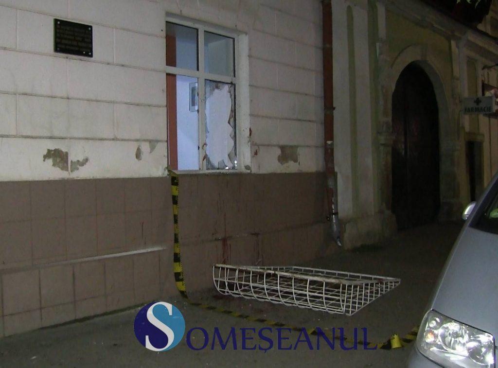 Scandal la Pediatrie, în Gherla. Un bărbat a rupt un grilaj și a spart un geam – VIDEO