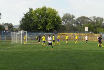 Meci tensionat la Dej. Unirea a pierdut, în superioritate numerică, în fața Sănătății Cluj – VIDEO