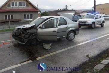 Accident pe strada Dejului din Gherla. Impact între un camion și un autoturism – FOTO
