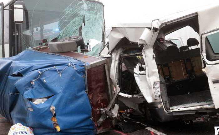 accident-microbuz-autocar-ungaria