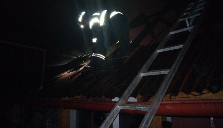 incendiu acoperis casa bistrita