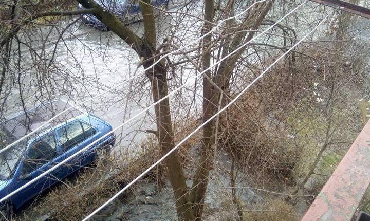 strada dej inundata canalizare