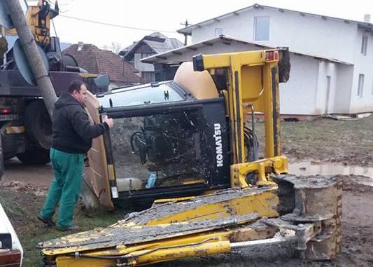 buldoexcavator lovit de tren sasar maramures