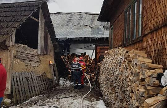 incendiu casa parva