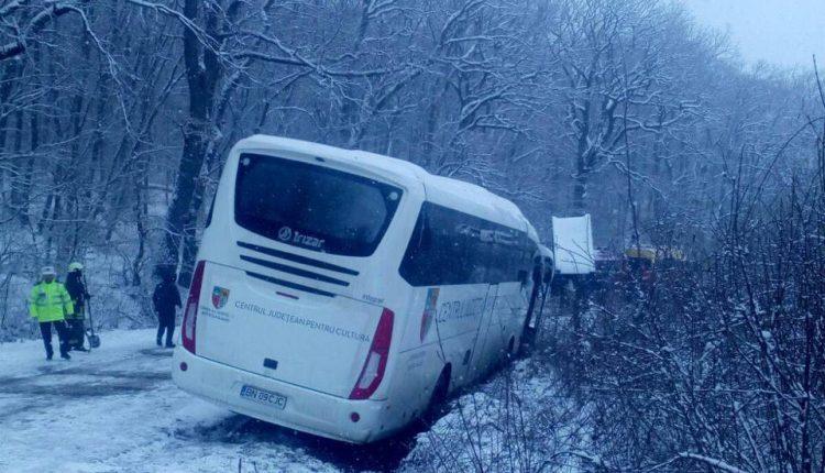autocar derapat reghin