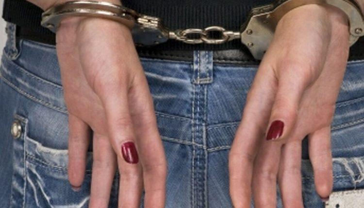 femeie-arest