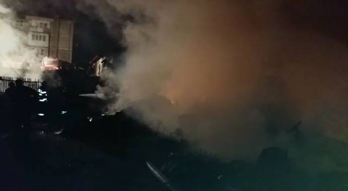 incendiu magazii lemne blocuri borsa