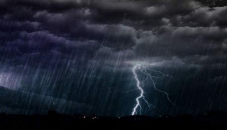 furtuni meteo fulgere ploaie torentiala