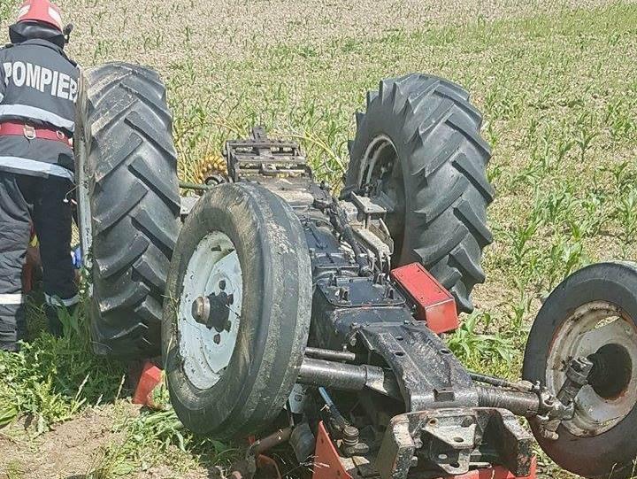 tractor rasturnat boghis