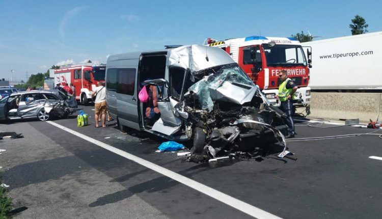 accident microbuz austria