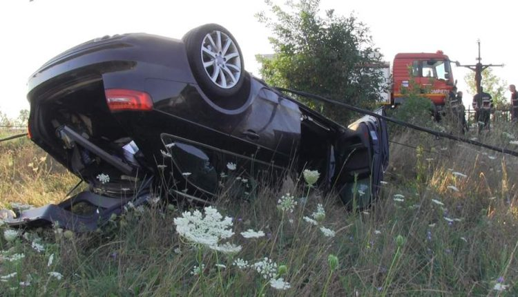 accident masina rasturnata bunesti