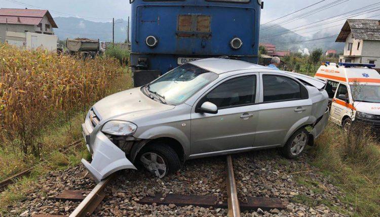 accident feroviar masina lovita de tren petrova