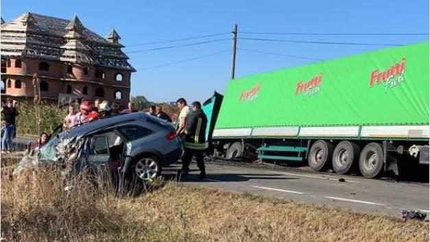 accident auto camion huedin