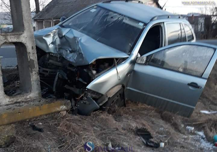 accident masina stalp iclod