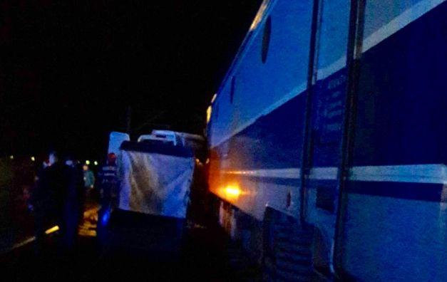 accident microbuz tren
