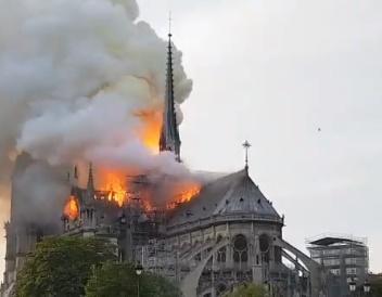 image-2019-04-15-23089922-41-incendiu-notre-dame