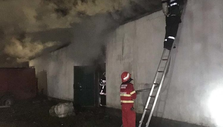 incendiu depozit beclean