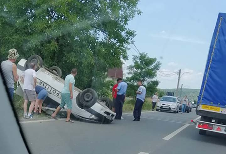 accident masina politie rasturnata