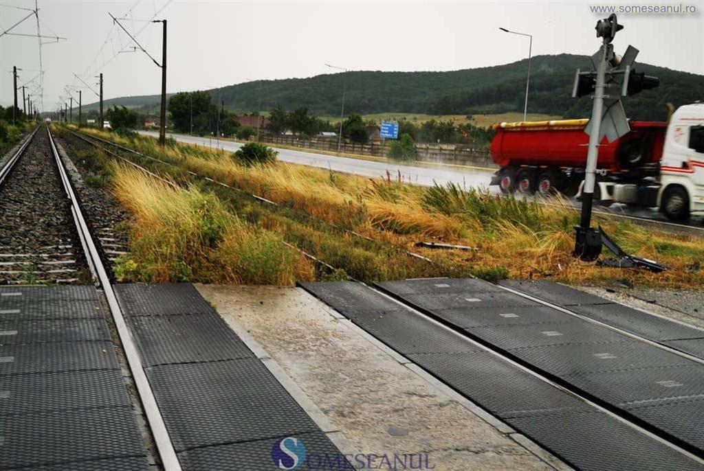 someseanul-accident-masina-lovita-de-tren-calea-ferata-dej