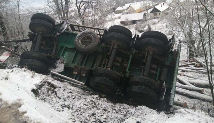 autotren camion derapat